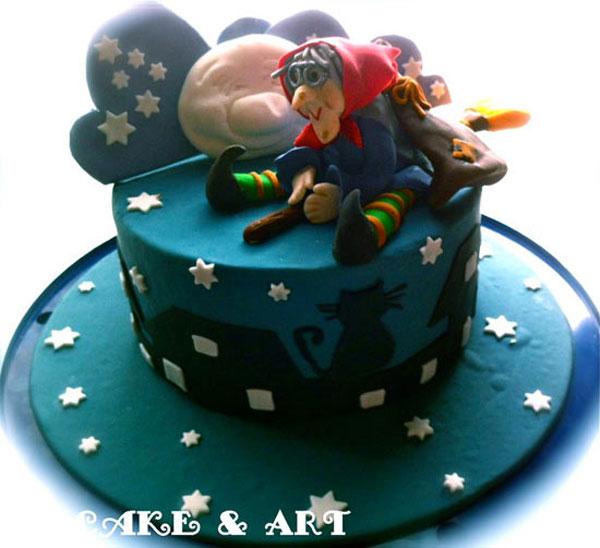 Foto della torta della Befana in pasta di zucchero n.14