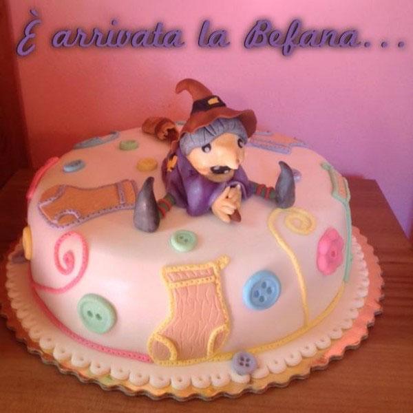 Foto della torta della Befana in pasta di zucchero n.18