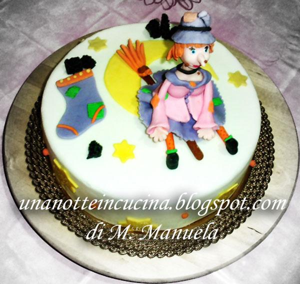 Foto della torta della Befana in pasta di zucchero n.24