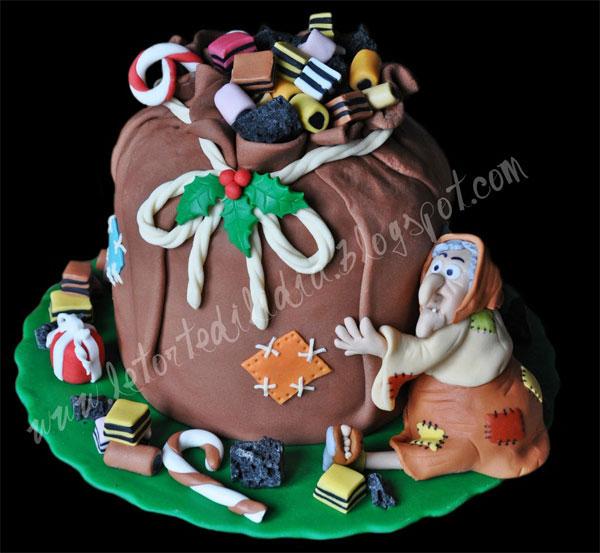 Foto della torta della Befana in pasta di zucchero n.26
