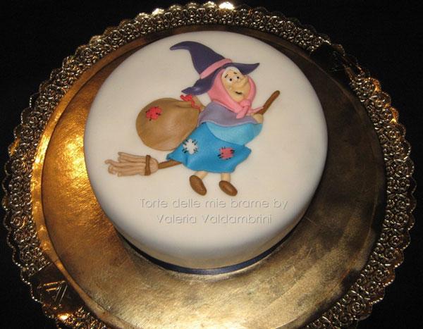 Foto della torta della Befana in pasta di zucchero n.27