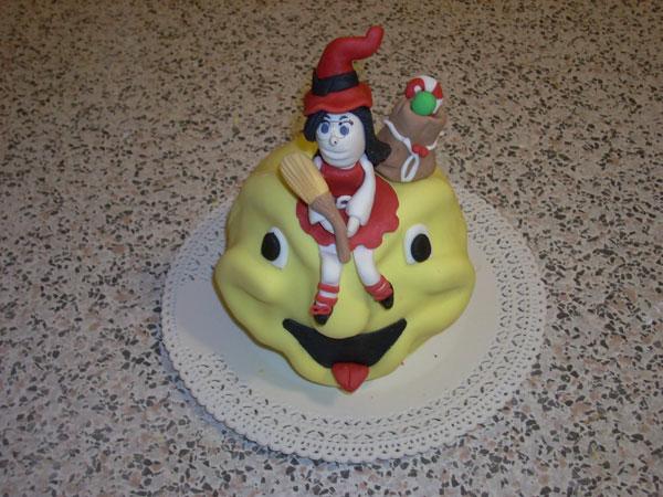 Foto della torta della Befana in pasta di zucchero n.28