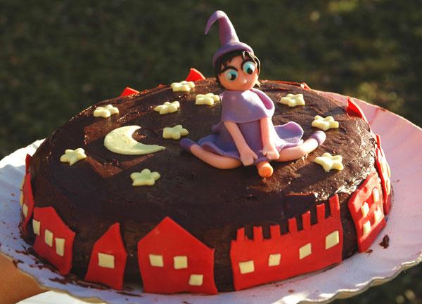 Foto della torta della Befana in pasta di zucchero n.29