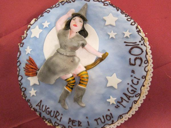 Foto della torta della Befana in pasta di zucchero n.31