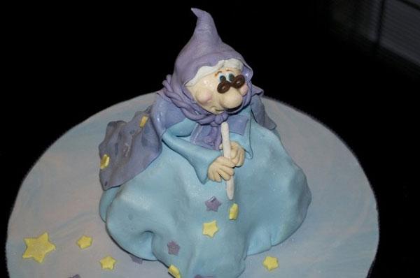 Foto della torta della Befana in pasta di zucchero n.40