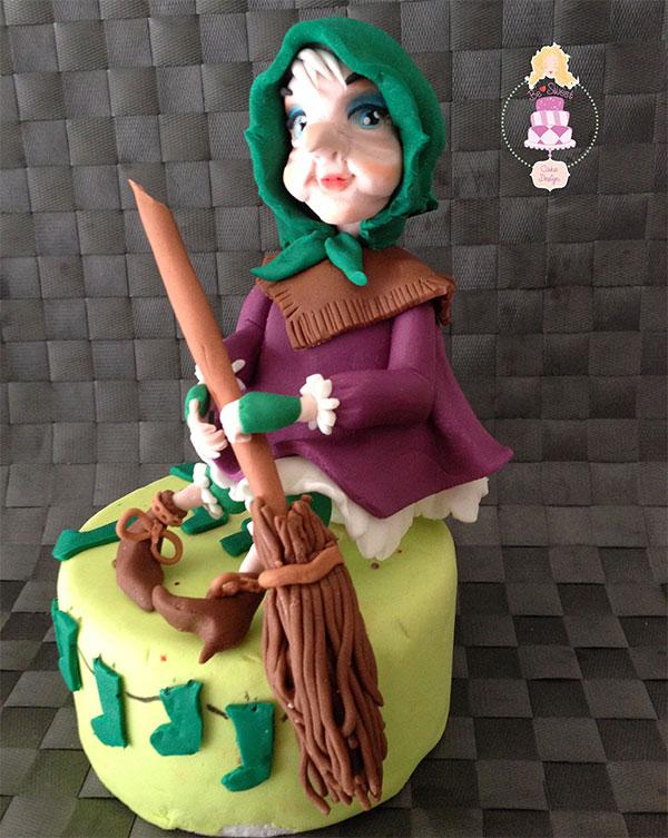 Foto della torta della Befana in pasta di zucchero n.44