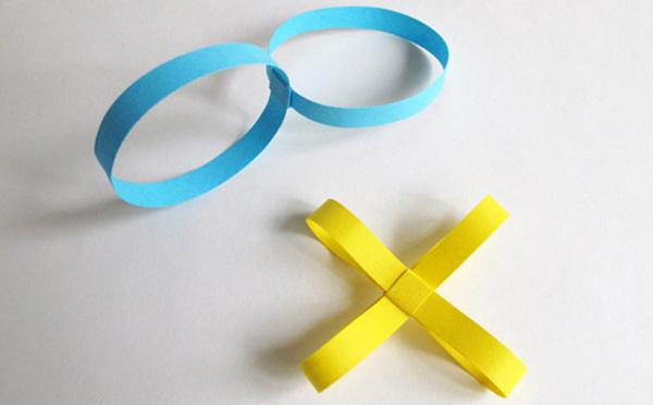 Anelli e croci di carta per la realizzazione della catena di Carnevale