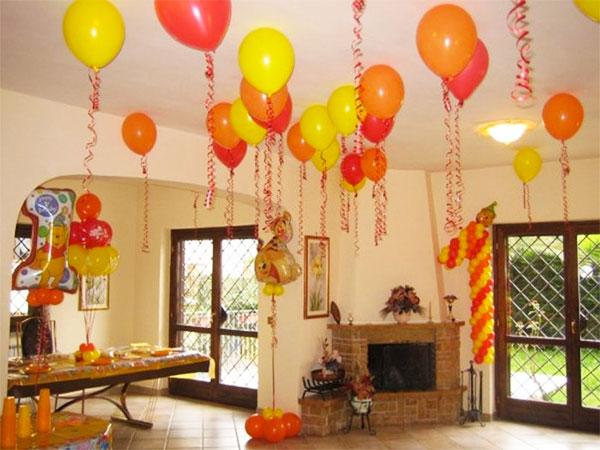 Come creare dei palloncini con nastrini colorati