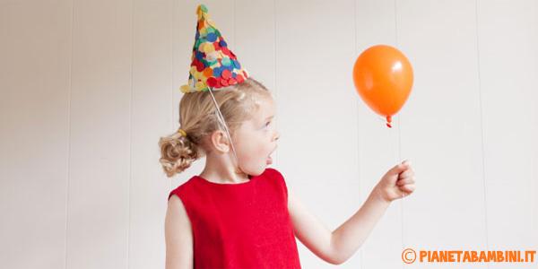 Come creare dei cappelli di carta con coriandoli per bambini