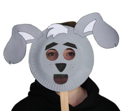 Maschera cane fai da te con piatti di plastica
