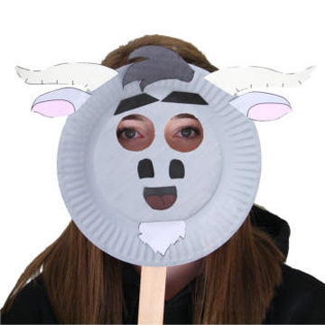 Maschera da capra fai da te con piatti di plastica