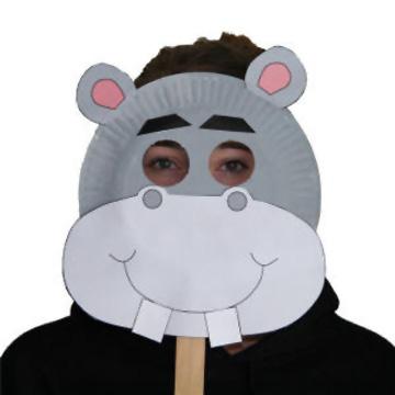 Maschera da ippopotamo fai da te con piatti di plastica