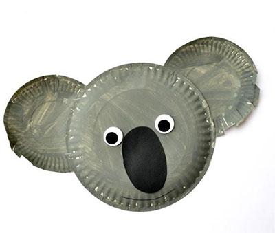 Maschera da koala fai da te con piatti di plastica