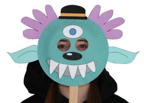 Maschera da mostro fai da te con piatti di plastica