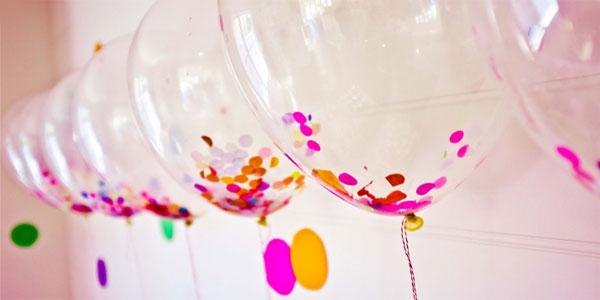 Addobbare con palloncini con coriandoli