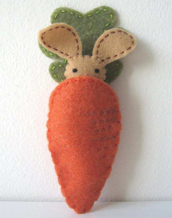 Carota e coniglietto realizzati in feltro