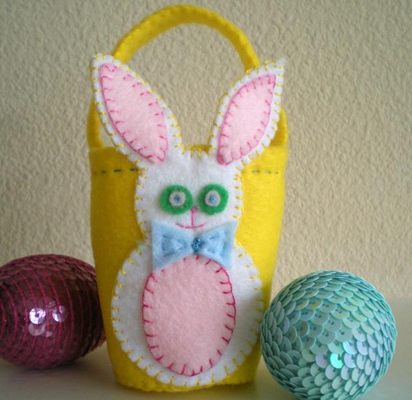 Cestino decorato con coniglio paquale