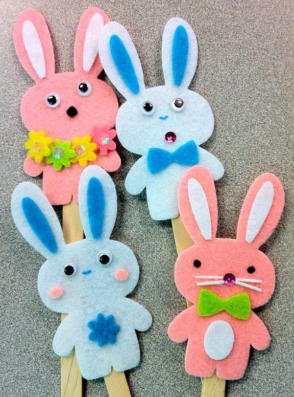 Coniglietti pasquali su bacchette