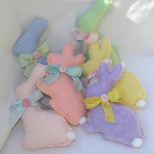 Coniglietti pasquali imbottiti e colorati