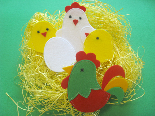 Pulcini, gallo e gallina realizzati in feltro