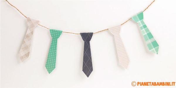 Striscione con cravatte di carta