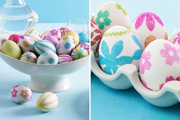 Uova di Pasqua decorare con fiori glitter