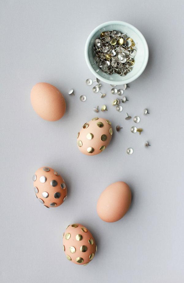 Uova di Pasqua decorate con punesse