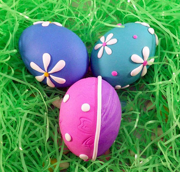 Uova di Pasqua con decorazioni in gomma