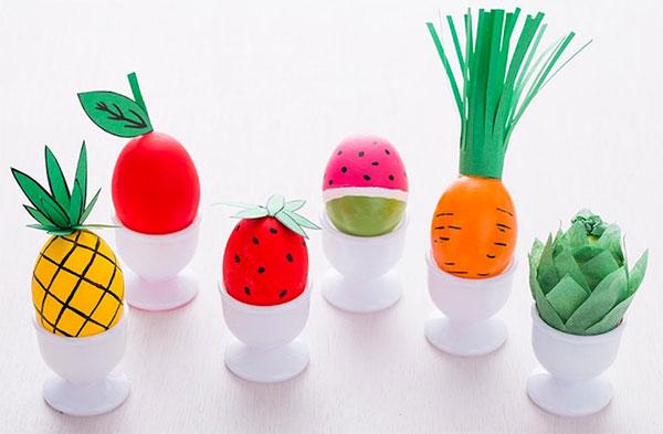 Uova di Pasqua decorate a frutti