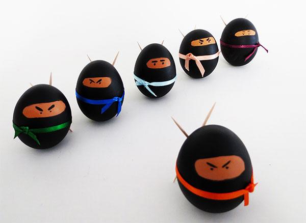 Uova di Pasqua decorate a ninja