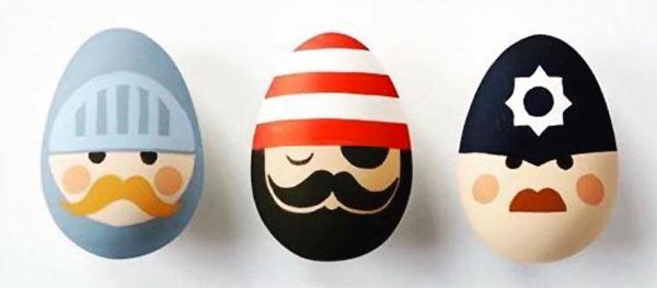 Uova di Pasqua decorate a poliziotto