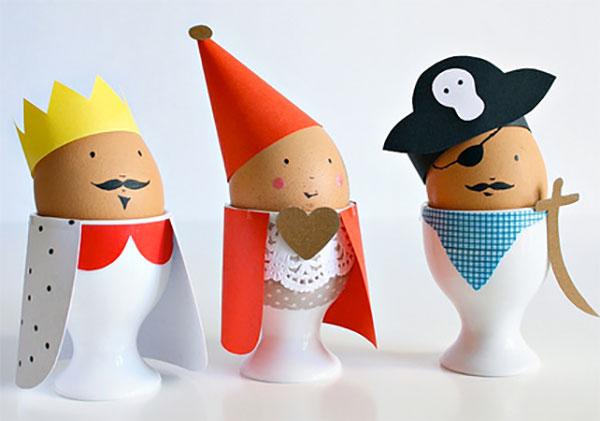 Uova di Pasqua decorate come re e regina