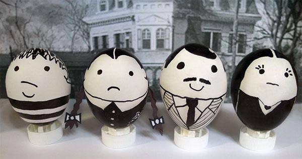 Uova di Pasqua decorate in versione famiglia Addams