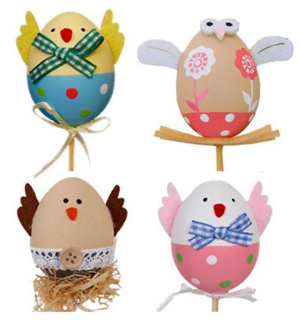 Uova di Pasqua decorate in versione galli, galline e pulcini