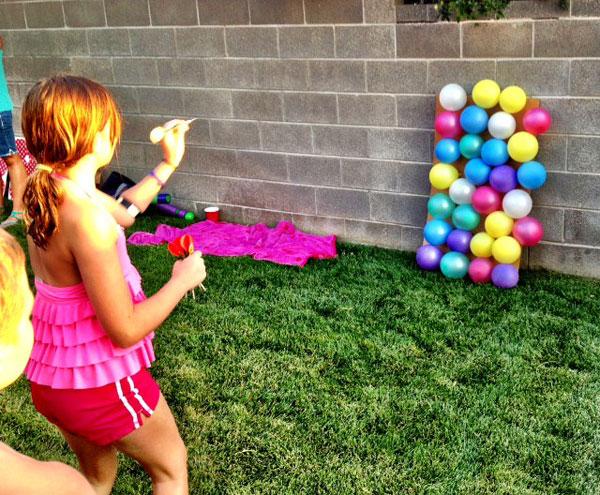 Scoppia una parete di palloncini