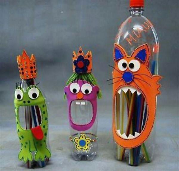 Portapenne con bottiglie di plastica