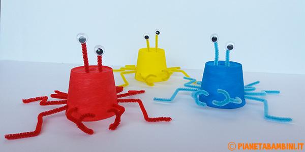 Come creare dei granchi usando dei bicchieri di plastica