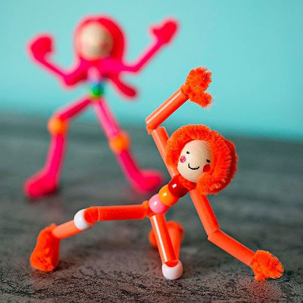 Come creare delle bambole con le cannucce