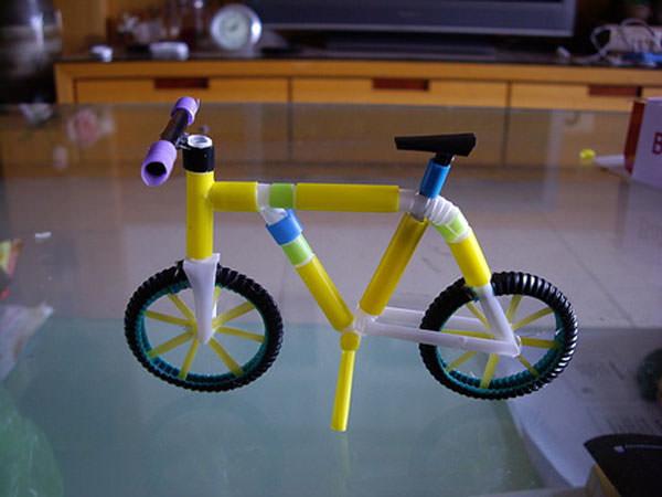 Come creare una bicicletta con le cannucce