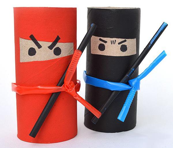 Come creare dei ninja con rotoli di carta e cannucce