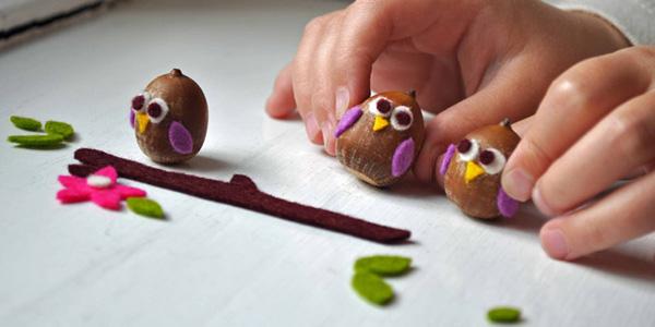 Lavoretto autunnale per bambini: gufetti con ghiande e feltro