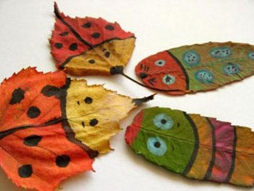 Come creare degli insetti con le foglie autunnali
