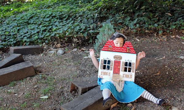 Come creare un costume da costume da Alice nel Paese delle Meraviglie