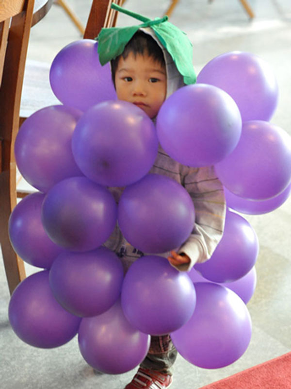 Come creare un vestito da grappolo d'uva fai da te