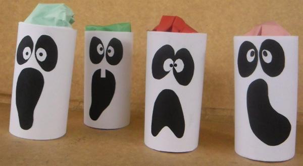 Fantasmi creati con rotoli di carta