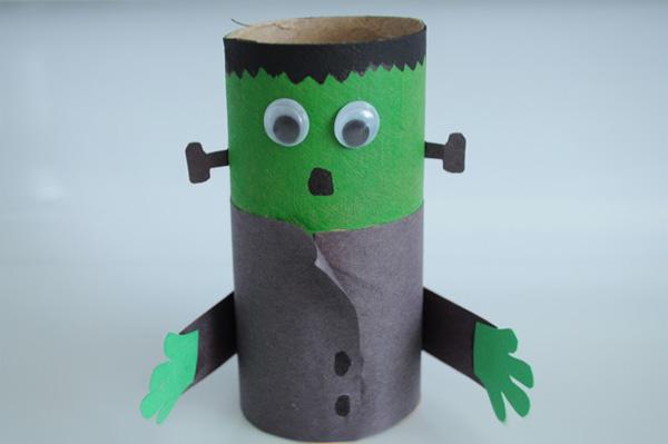 Frankenstein con rotoli di carta