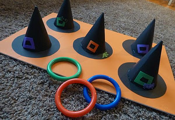 Gioco centra il cappello da strega