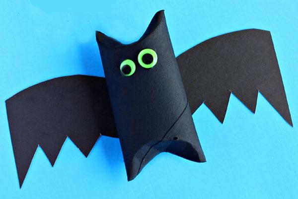 Pipistrelli creati con rotoli di carta n.03