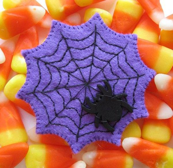 Come creare una ragnatela e ragno in feltro per Halloween