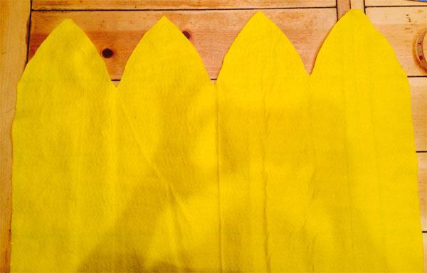 Ritaglio della stoffa per la creazione della testa del Minions giallo